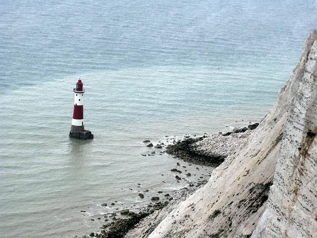 Foto: Andreas Koller / Wander Tour / Beachy Head Walk (201m) / Im Atlantik der Leuchtturm von Beachy Head / 02.09.2008 23:57:41