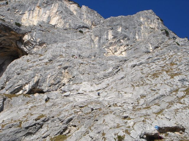 Foto: Manfred Karl / Kletter Tour / Anfängerfreuden V- / Einige Kletterer im Mittelteil der Route / 05.09.2008 21:06:58