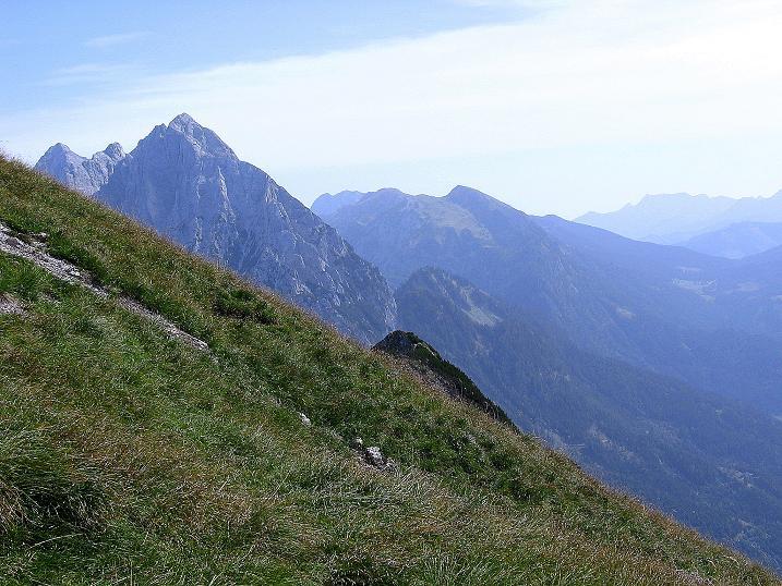 Foto: Andreas Koller / Wander Tour / Mödlinger Hütte und Pfarrmauer (1995 m) / Weit reicht der Blick nach N in die Gesäuseberge / 08.09.2008 22:21:45