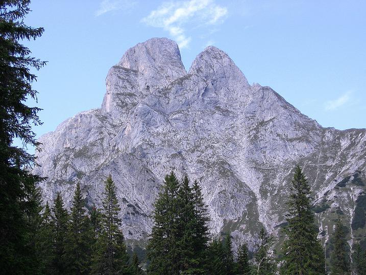 Foto: Andreas Koller / Wander Tour / Mödlinger Hütte und Pfarrmauer (1995 m) / Rückblick auf den Reichenstein (2251 m) und das Totenkirchl (2184 m) / 08.09.2008 22:19:13