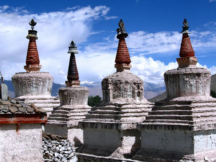 Foto: Andreas Koller / Wander Tour / Choklamsar Ri (4000m) - Akklimatisationstour über Leh / Stupas beim Stok Gompa / 08.09.2008 23:50:35