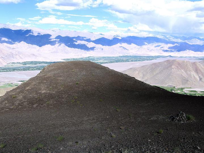 Foto: Andreas Koller / Wander Tour / Choklamsar Ri (4000m) - Akklimatisationstour über Leh / Blick übers Industal zur Ladakh Range / 08.09.2008 23:47:18
