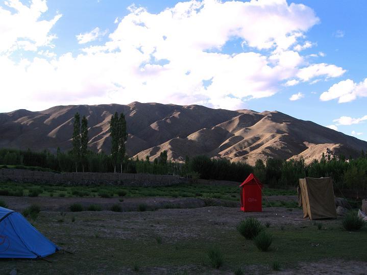 Foto: Andreas Koller / Wander Tour / Choklamsar Ri (4000m) - Akklimatisationstour über Leh / Der Choklamsar Ri in der Abendsonne / 08.09.2008 23:46:28