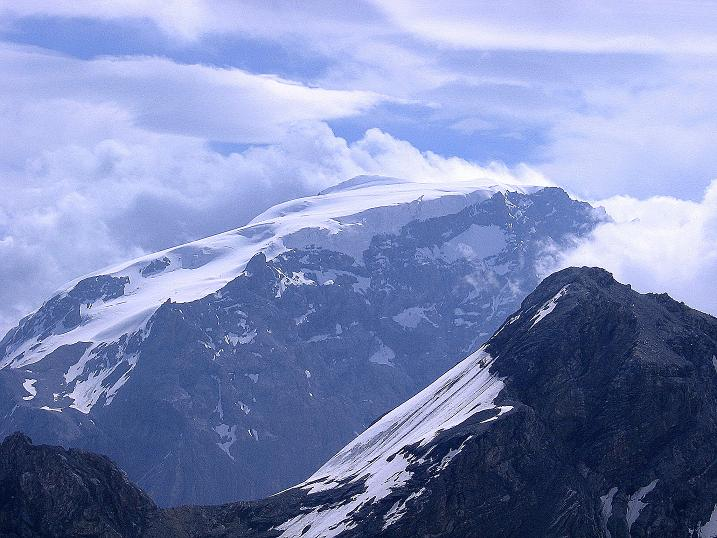 Foto: Andreas Koller / Wander Tour / Vom Monte Livrio auf die Hohe Schneide (3434m) / König Ortler (3905 m) grüßt im O / 09.09.2008 23:12:01