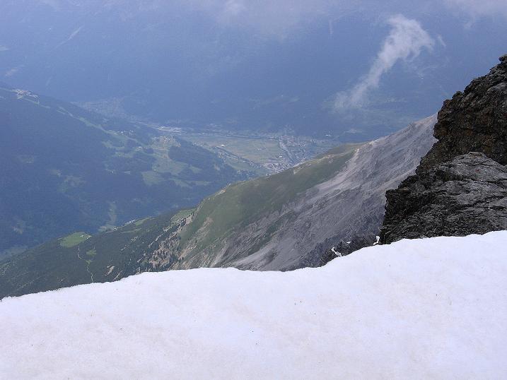 Foto: Andreas Koller / Wander Tour / Vom Monte Livrio auf die Hohe Schneide (3434m) / Tiefblick nach Bormio / 09.09.2008 23:06:31