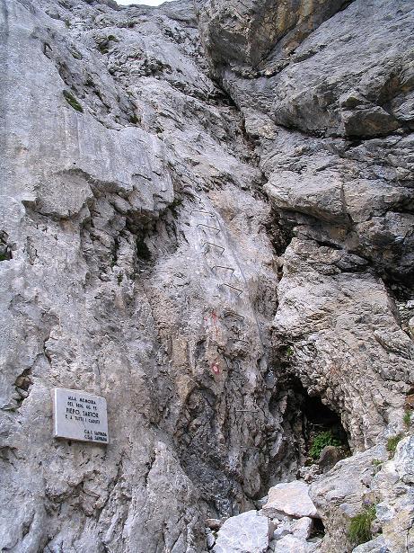 Foto: Andreas Koller / Klettersteig Tour / Via Sartor auf den Hochweißstein / Monte Peralba (2694m) / Einstieg mit Klemmen / 10.09.2008 00:06:19
