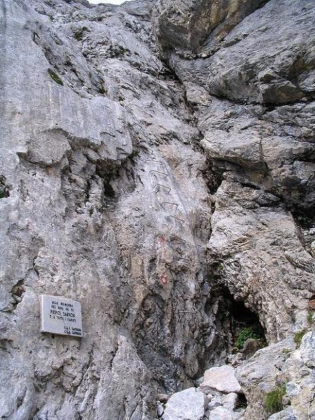 Foto: Andreas Koller / Klettersteig Tour / Via Sartor auf den Hochweißstein / Monte Peralba (2694m) / Steiler Einstieg mit Klemmen / 10.09.2008 00:07:16