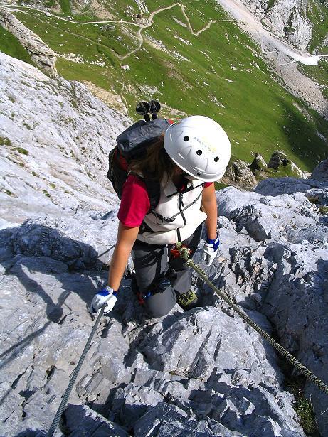 Foto: Andreas Koller / Klettersteig Tour / Via Sartor auf den Hochweißstein / Monte Peralba (2694m) / In der steilen, ausgesetzten S-Wand / 10.09.2008 00:02:49
