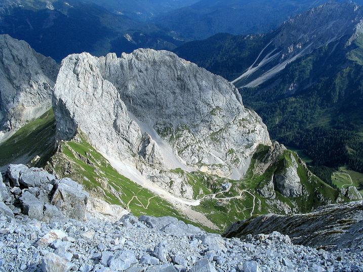 Foto: Andreas Koller / Klettersteig Tour / Via Sartor auf den Hochweißstein / Monte Peralba (2694m) / Tiefblick auf den Monte Chiadenis (2490 m) und das Rif. Calvi / 10.09.2008 00:00:02