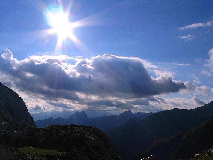 Foto: Andreas Koller / Klettersteig Tour / Via Sartor auf den Hochweißstein / Monte Peralba (2694m) / Rast am Hochalpjoch mit Blick nach W / 09.09.2008 23:56:20
