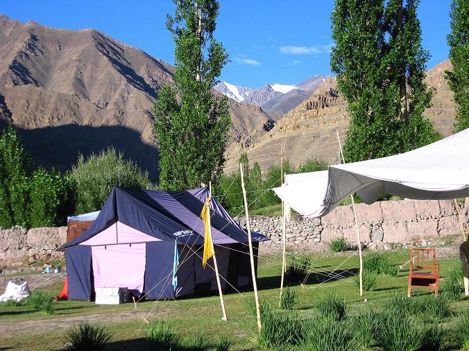 Foto: Andreas Koller / Wander Tour / Vom Stok Gompa auf den Stok Ri (5002m) / Das Campsite im Stoktal / 10.09.2008 01:04:06