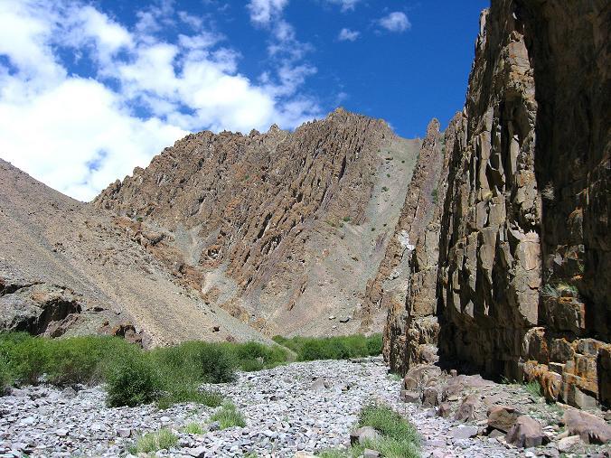 Foto: Andreas Koller / Wander Tour / Vom Stok Gompa auf den Stok Ri (5002m) / Tolle Felsformationen im Anstieg nach Hamlung / 10.09.2008 01:02:59