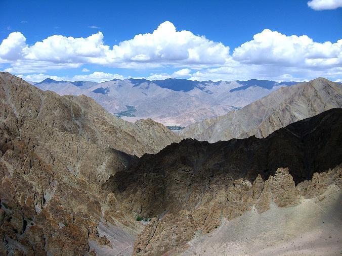 Foto: Andreas Koller / Wander Tour / Vom Stok Gompa auf den Stok Ri (5002m) / Beim Campsite Hamlung öffnet sich ein fantastischer Blick durch das Tal zum Indus / 10.09.2008 01:02:08