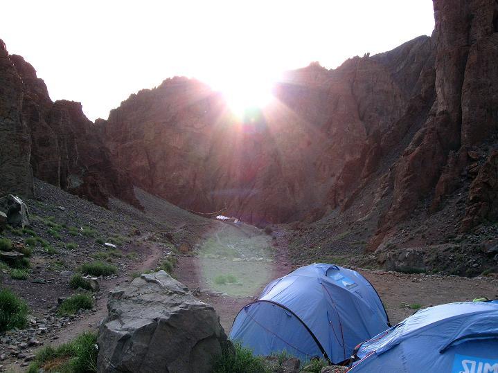 Foto: Andreas Koller / Wander Tour / Vom Stok Gompa auf den Stok Ri (5002m) / Die Sonne geht im Lager Hamlung auf / 10.09.2008 01:01:13