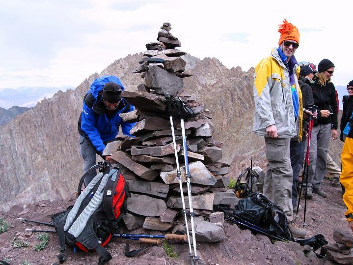 Foto: Andreas Koller / Wander Tour / Vom Stok Gompa auf den Stok Ri (5002m) / Zufrieden am Gipfel des Stok Ri / 10.09.2008 00:54:35