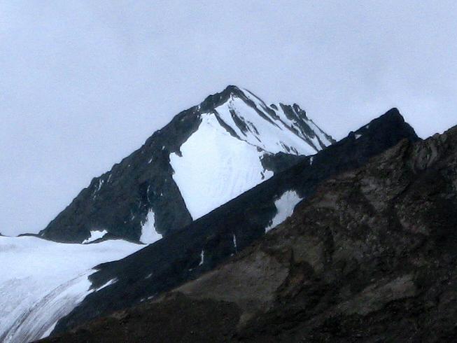 Foto: Andreas Koller / Wander Tour / Vom Stok Gompa auf den Stok Ri (5002m) / Der Kantaka mit knapp 6000 m / 10.09.2008 00:54:05