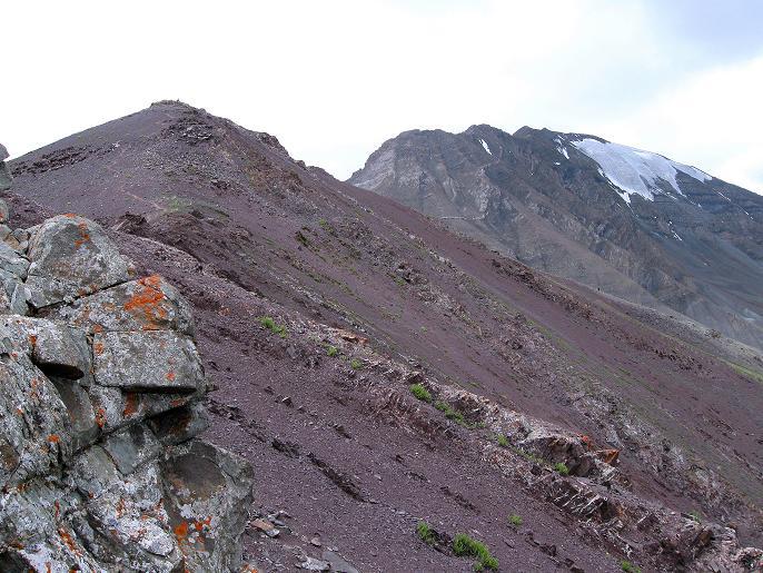 Foto: Andreas Koller / Wander Tour / Vom Stok Gompa auf den Stok Ri (5002m) / Blick vom Stok La auf den Stok Ri und den Manikeo (5500 m) / 10.09.2008 00:52:18