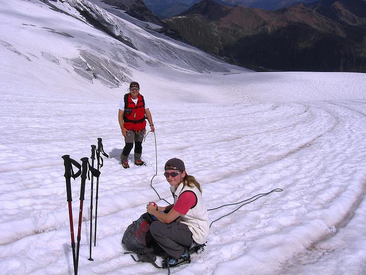 Foto: Andreas Koller / Wander Tour / Historische Tour auf die Payerspitze (3446m) / Rast am Madatschferner / 11.09.2008 03:19:58