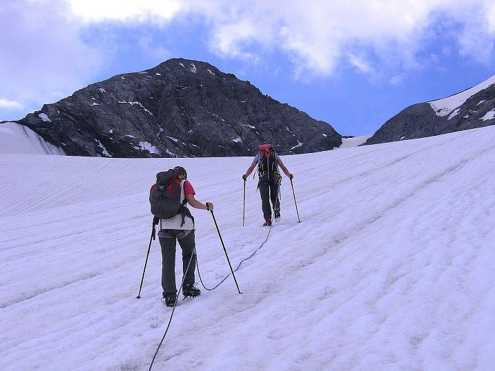 Foto: Andreas Koller / Wander Tour / Historische Tour auf die Payerspitze (3446m) / Angeseilt geht es in den Geisterpass / 11.09.2008 03:19:35