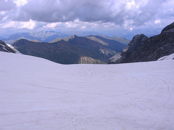 Foto: Andreas Koller / Wander Tour / Historische Tour auf die Payerspitze (3446m) / Blick über den Madatschferner in den Vinschgau / 11.09.2008 03:19:12