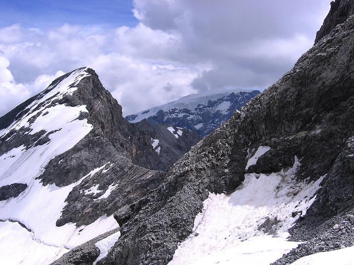 Foto: Andreas Koller / Wander Tour / Historische Tour auf die Payerspitze (3446m) / Rechts: Tucketspitze (3463 m) und Ortler (3905 m) / 11.09.2008 03:16:19