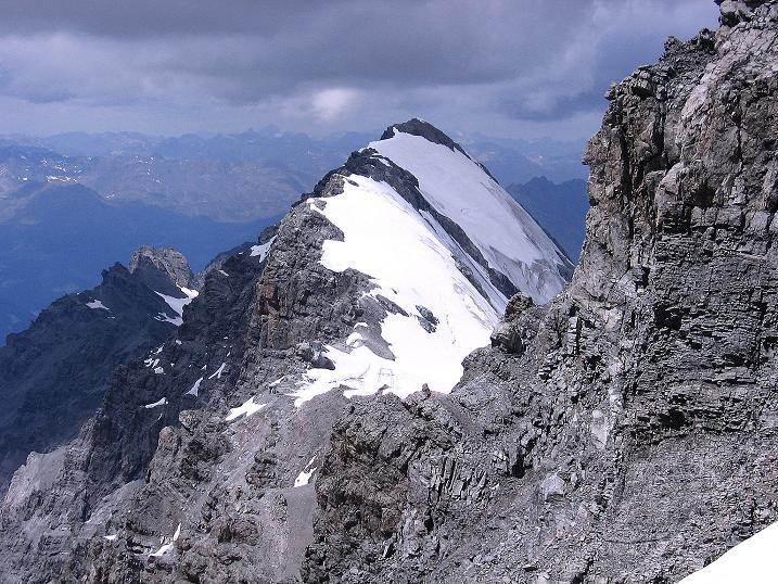 Foto: Andreas Koller / Wander Tour / Historische Tour auf die Payerspitze (3446m) / Die Hohe Schneide (3434 m) taucht im W auf / 11.09.2008 03:13:31