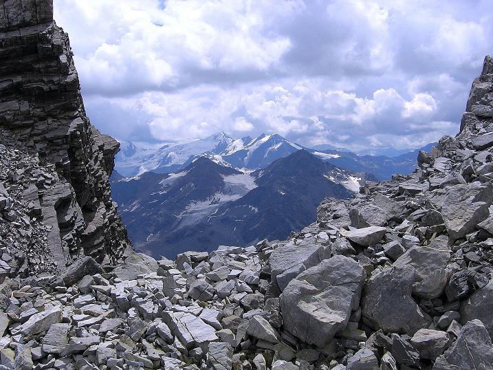 Foto: Andreas Koller / Wander Tour / Historische Tour auf die Payerspitze (3446m) / Blick vom Gletschersee nach SO in die südliche Ortlergruppe / 11.09.2008 03:10:26