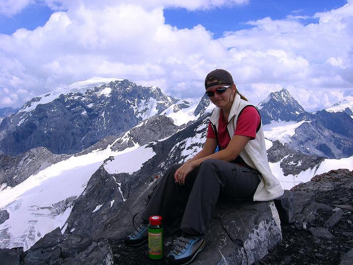 Foto: Andreas Koller / Wander Tour / Historische Tour auf die Payerspitze (3446m) / Der Blick wandert zu König Ortler (3905 m) / 11.09.2008 03:04:55