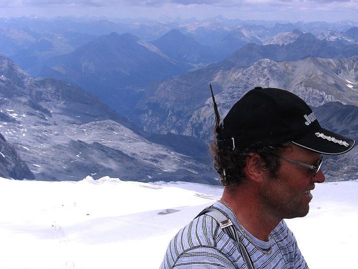 Foto: Andreas Koller / Wander Tour / Historische Tour auf die Payerspitze (3446m) / Blick hinab ins Tal von Bormio / 11.09.2008 03:03:33