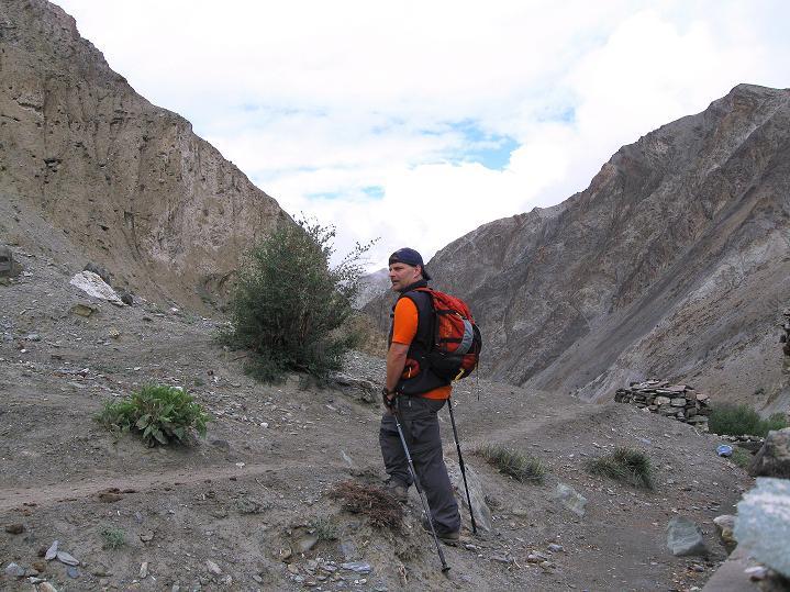 Foto: Andreas Koller / Wander Tour / Über den Ganda Ri (5113m) ins Markha Valley / Im Tal von Rumbak / 12.09.2008 00:22:50