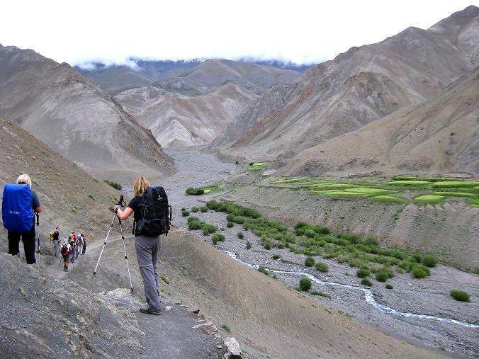 Foto: Andreas Koller / Wander Tour / Über den Ganda Ri (5113m) ins Markha Valley / Kurz nach Rumbak zweigt man in das Tal ab, das zum Ganda La führt / 12.09.2008 00:21:30