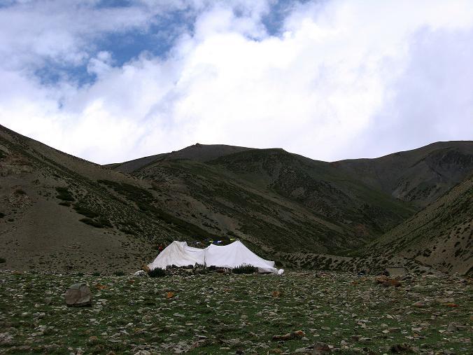 Foto: Andreas Koller / Wander Tour / Über den Ganda Ri (5113m) ins Markha Valley / Das Tea Tent bietet Erfrischungen an. / 12.09.2008 00:20:09