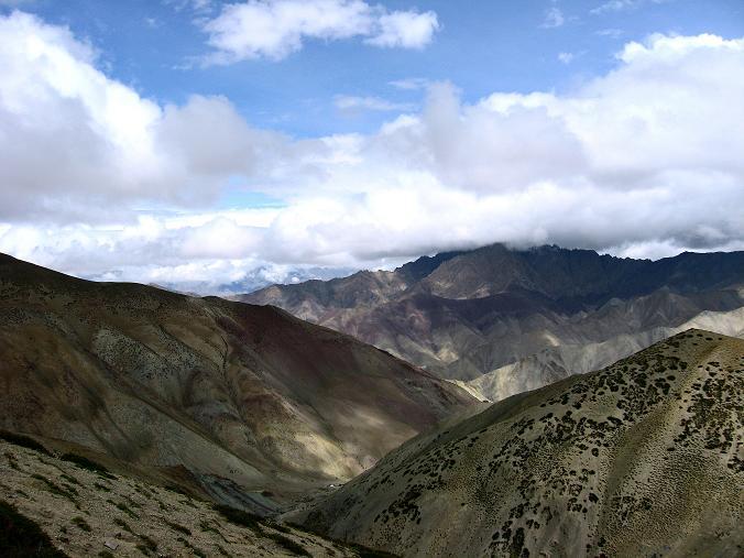 Foto: Andreas Koller / Wander Tour / Über den Ganda Ri (5113m) ins Markha Valley / Kurz unterhalb des Passes mit Blick zu den Tea Tents / 12.09.2008 00:18:39