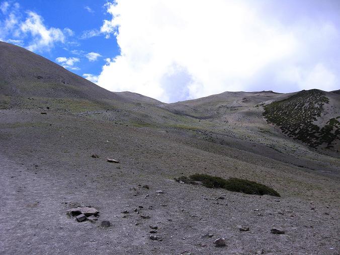 Foto: Andreas Koller / Wander Tour / Über den Ganda Ri (5113m) ins Markha Valley / Einfache Hänge leiten zum Ganda La / 12.09.2008 00:18:03