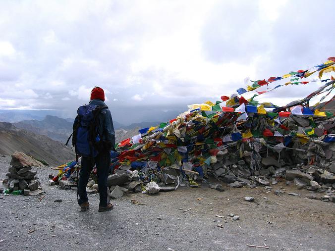 Foto: Andreas Koller / Wander Tour / Über den Ganda Ri (5113m) ins Markha Valley / Die Passhöhe ist erreicht / 12.09.2008 00:16:15