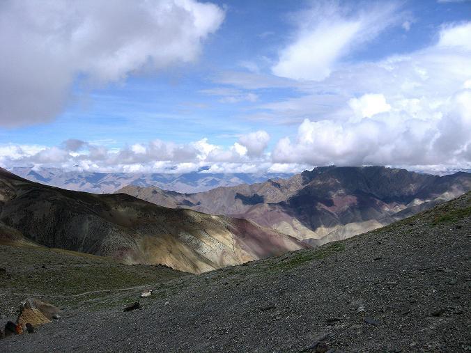 Foto: Andreas Koller / Wander Tour / Über den Ganda Ri (5113m) ins Markha Valley / Schon der Ganda La bietet eine tolle Aussicht / 12.09.2008 00:15:40