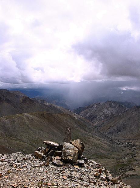Foto: Andreas Koller / Wander Tour / Über den Ganda Ri (5113m) ins Markha Valley / Blick vom Ganda Ri Richtung W und Markha Valley / 12.09.2008 00:13:51