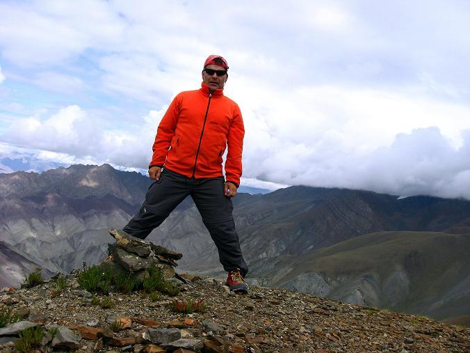 Foto: Andreas Koller / Wander Tour / Über den Ganda Ri (5113m) ins Markha Valley / Am Gipfel des Ganda Ri / 12.09.2008 00:13:20
