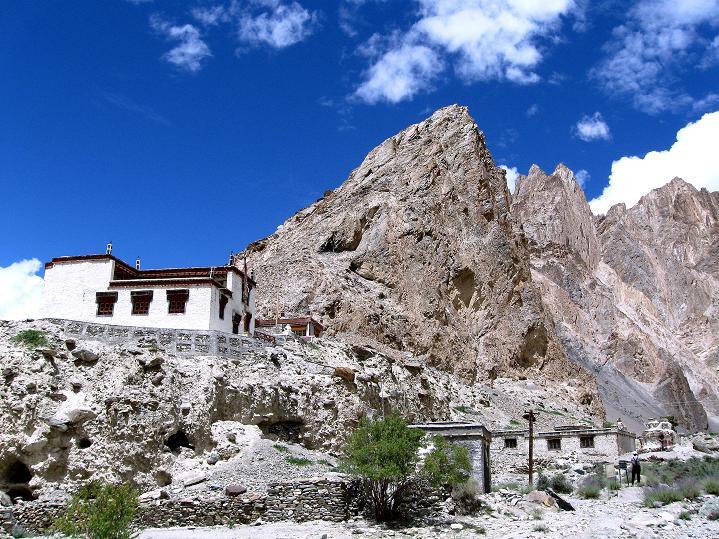 Foto: Andreas Koller / Wander Tour / Über den Ganda Ri (5113m) ins Markha Valley / Das kleine Kloster in Skiu / 12.09.2008 00:10:00