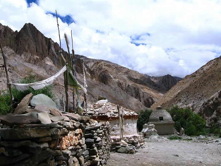 Foto: Andreas Koller / Wander Tour / Über den Ganda Ri (5113m) ins Markha Valley / Eingang zum Markha Valley / 12.09.2008 00:09:27