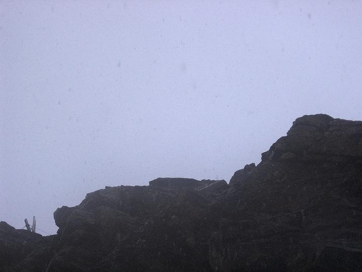 Foto: Andreas Koller / Wander Tour / Vom Grünsee auf die Zufrittspitze (3439m) / Kurzer Blick zum Gipfelkreuz / 12.09.2008 00:46:16