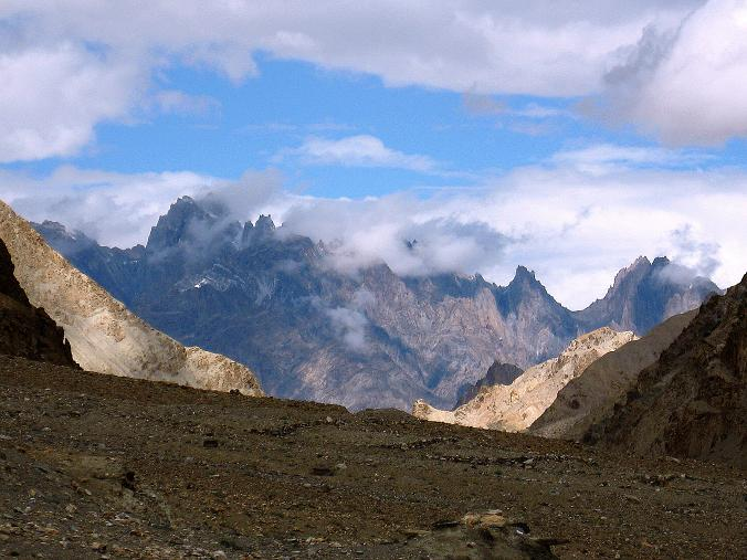 Foto: Andreas Koller / Wander Tour / Durch das Markha Valley nach Tachuntse (4406m) / Die Zanskar Range / 12.09.2008 01:26:59