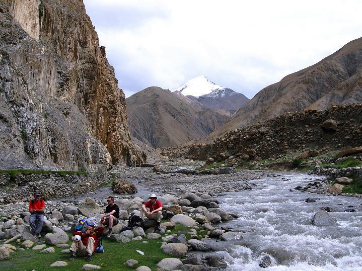 Foto: Andreas Koller / Wander Tour / Durch das Markha Valley nach Tachuntse (4406m) / Bei einer Rast zeigt sich der Kang Yatse (6404 m) / 12.09.2008 01:20:03