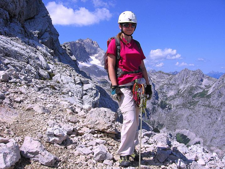 Foto: Andreas Koller / Klettersteig Tour / Alpspitze Ferrata und Überschreitung (2628m) / Kurze Rast vor toller Kulisse / 12.09.2008 15:46:10