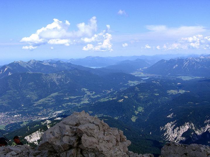 Foto: Andreas Koller / Klettersteig Tour / Alpspitze Ferrata und Überschreitung (2628m) / Weit reicht der Blick nach N / 12.09.2008 15:41:16