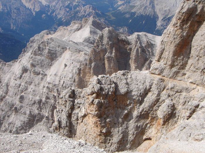 Foto: Manfred Karl / Klettersteig Tour / Via ferrata Marino Bianchi / Abstiegsklettersteig: Bänderquerung in der Westflanke des Grates. / 13.09.2008 14:52:49