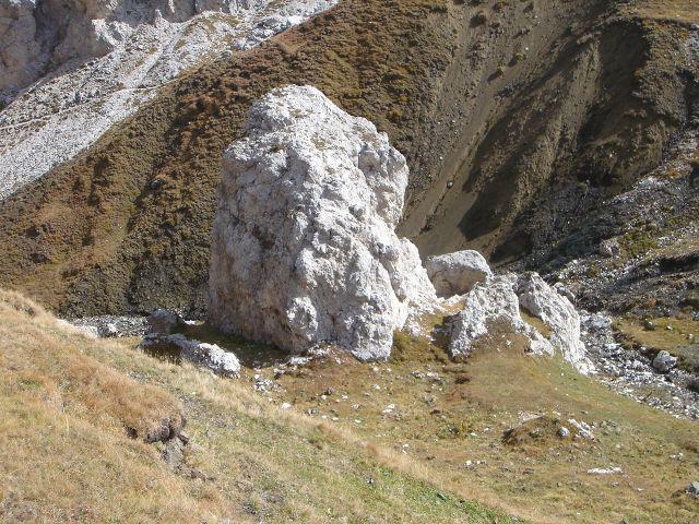 Foto: Manfred Karl / Klettersteig Tour / Über den Maximiliansteig auf die Roterdspitze / Felsbrocken unterhalb des Tierser Alpljochs / 14.09.2008 10:29:52