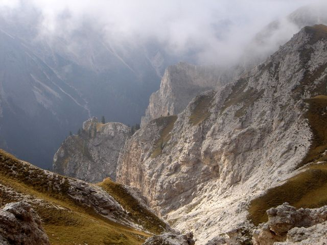 Foto: Manfred Karl / Klettersteig Tour / Über den Maximiliansteig auf die Roterdspitze / Blick ins Bärenloch / 14.09.2008 10:36:20