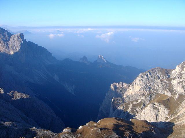 Foto: Manfred Karl / Klettersteig Tour / Über den Maximiliansteig auf die Roterdspitze / Morgenstimmung über dem Tschamintal / 14.09.2008 10:45:27