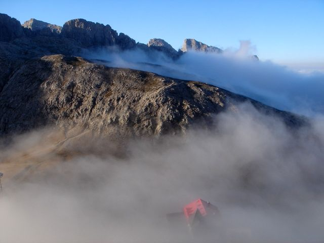 Foto: Manfred Karl / Klettersteig Tour / Über den Maximiliansteig auf die Roterdspitze / Von der Hütte ist man in wenigen Minuten beim Einstieg / 14.09.2008 10:49:08